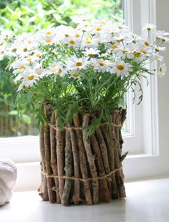 Twig flower pot - teehee, this is so awesome!