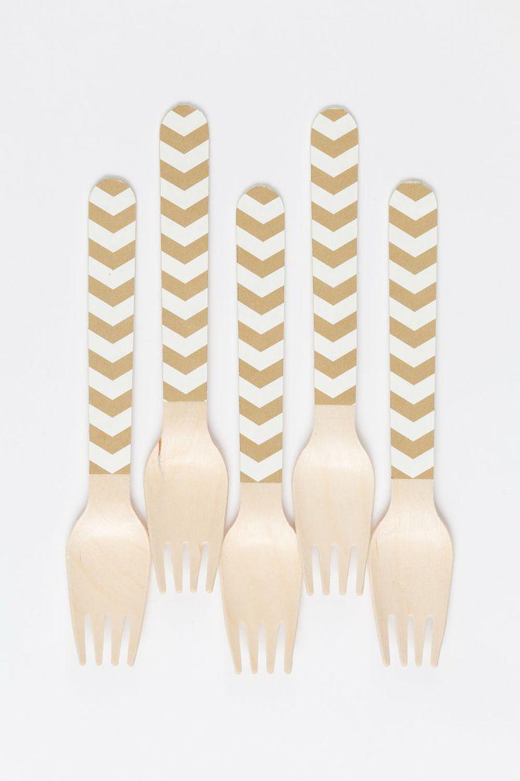 white + gold: Gold Utensils, Metallic Gold, Gold Silverware, Gold Forks, Gold Flatware, Gold Diy, Gold Wooden, Gold Dessert, Gold Chevron