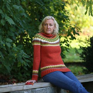 Knitted from top and down. Easy knitting and beautiful colors