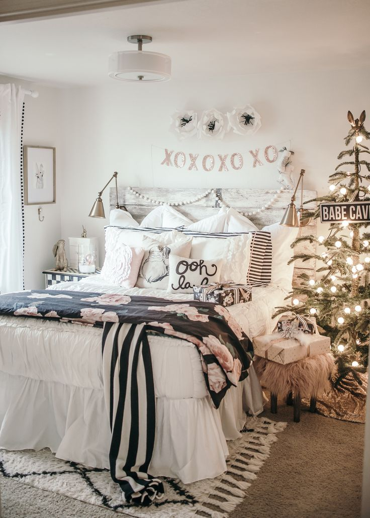 White Christmas Girls Bedroom with Beddy's zipper bedding!