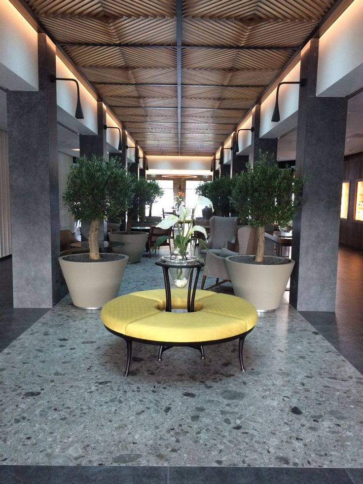 A FIVE-STAR HOTEL IN LAKE GARDA WITH BESPOKE CONTEMPORARY LAMPS | www.contemporarylighting.ey | #contemporarylighting #lightingdesign #midcentury