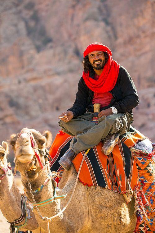 James Appleton, photographer Beautiful Bedouin man near Petra, Jordan / rivièred'ocre /  chameau / nomades / photoportrait / expression / conteurdevent