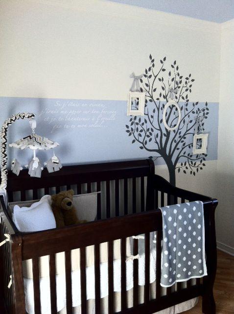Custom wall lettering with ''Tree with Leaves'' wall decal | Lettrage mural personnalisé avec notre adhésif décoratif ''Arbre feuillu''