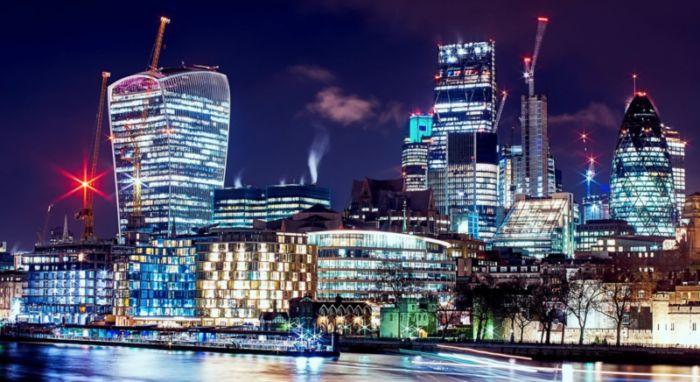 В больших городах количество ночного освещения растет с каждым днем. Это нарушает сон и повышает риск заболеть раком. Что делать?