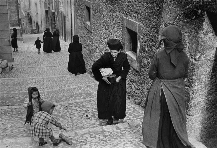 Henri Cartier-Bresson  ITALY. Abruzzo. Scanno. 1951