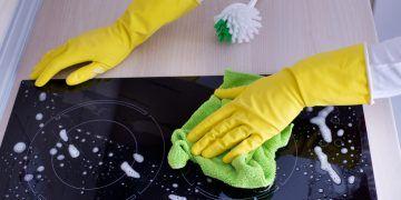 5 astuces pour nettoyer ma plaque vitrocéramique ou à induction - Astuces de grand mère
