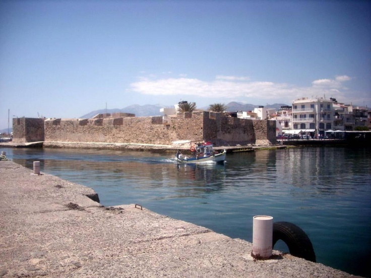 Boat pasing Venetian Fort in #Ierapetra. | Ενετικό Φρούριο (Καλές) στην Ιεράπετρα    Photo by Muba .