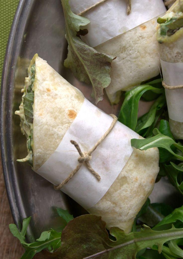 Esta semana he preparado estos rollitos de aguacate con atún y huevo duro. La combinación atún - huevo duro es todo un...