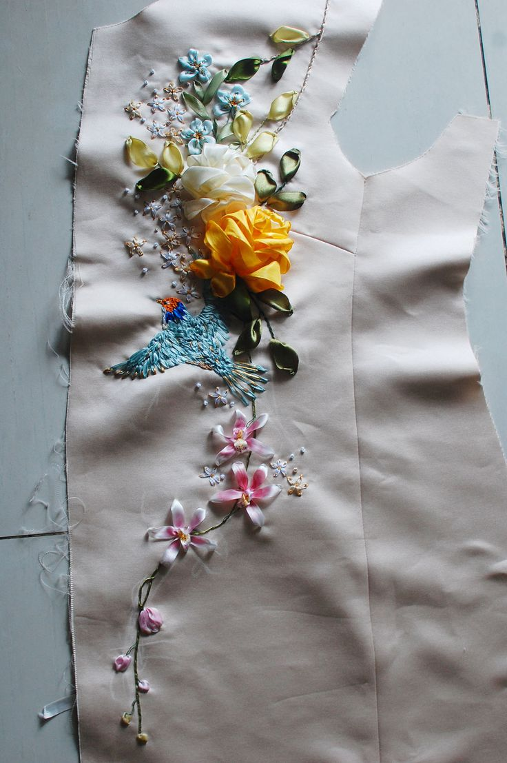 Ribbon embroidered silk coat is made under individual order. Taking 5 days to be completed.