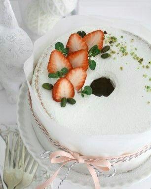 Strawberry chiffon cake !! Design by Merci Bonnie