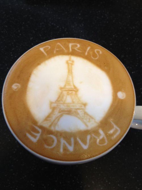 Eiffel Tower Latte art☕
