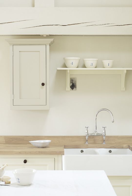 We love the use of our 'Mushroom' and 'Putty' paints in this deVOL Shaker Kitchen.