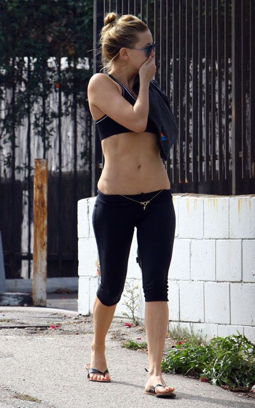Kate Hudson reveals her fit tummy  I didn't know it was normal to have a little love on your hips and bra line! I just thought i had ill fitting clothes....guess im normal after all!