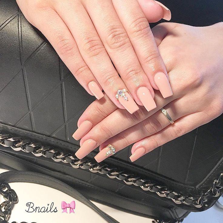 📩 www.smartagenda.fr/pro/bnails/rendez-vous/  📲 06.47.35.14.55 pour confirmer votre RDV  ❌No Insta Message 💅🏼Pose de chablons  #nail #neon #n #nails #nailart #nailporn #nailaddict #naildesign #mode #matte #manucure #opi #malagaWine #beauty #bnails #bnails_ #beyonce #follow #france #fashion #followers #love #gel #glam #geluv #prettynails #pearl #nailExtensions #chablons