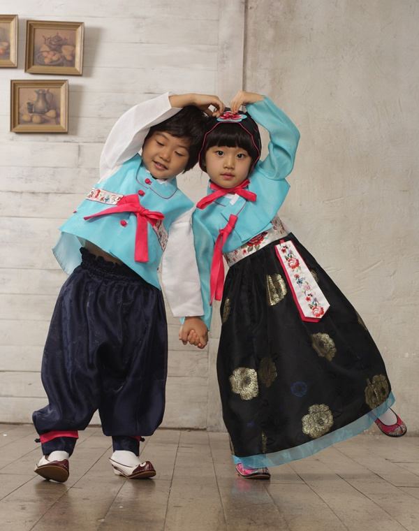 Children Hanbok- I need these for both of my children NOW!!!