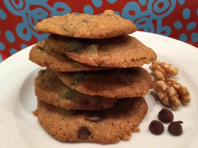 "La receta de estas galletas de chispas de chocolate es de un libro de recetas americanas ""Great American Classics Cookbook"". Son las auténticas chocolate chip cookies."