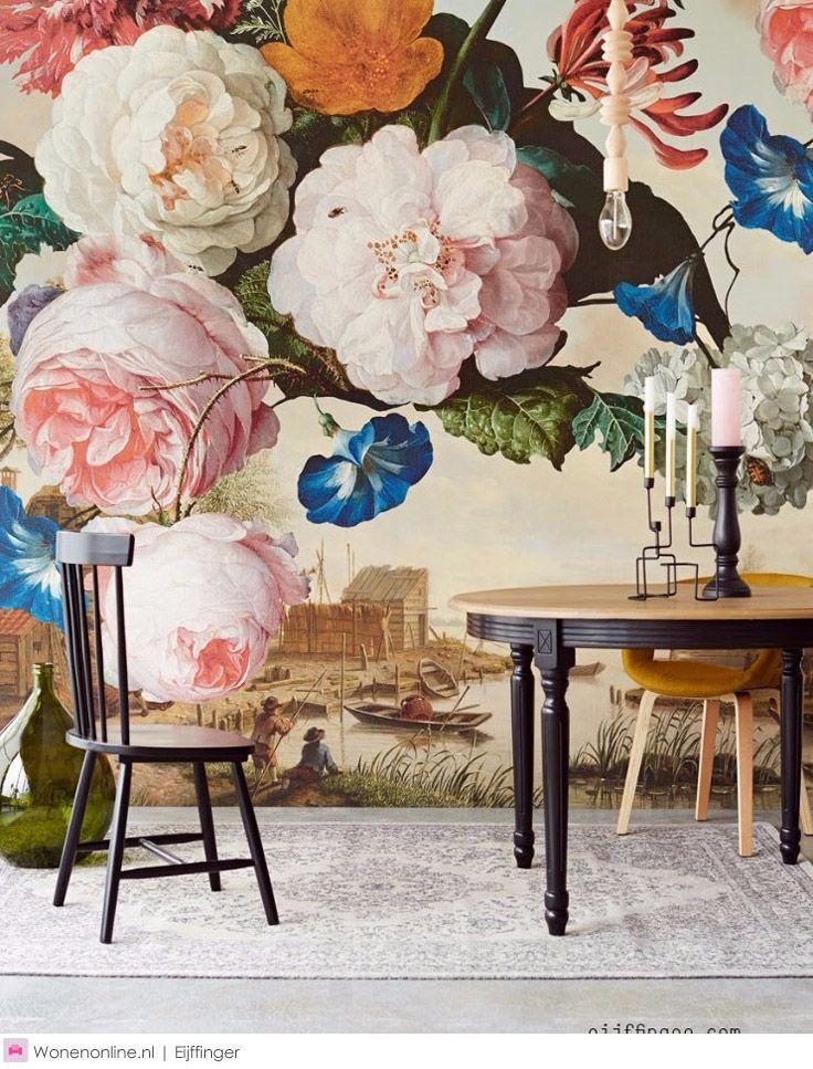Weelderige bloemen steken af tegen diepe, donkere achtergronden of klassiek crème. Diepgekleurde uni´s met een touch van verweerd goud of met de tactiele uitstraling van chenille. Tapijtpatronen en strepen in koninklijk blauw, karmijnrood, zinkgrijs en okergeel geven de pure pigmenten van toen een hedendaags gezicht. Met de grote klassiekers in een nieuwe context, maakt Masterpiece kunst bereikbaar voor ieder interieur. #behang #art #design #wallpaper #eijffinger #wallcoverings #interior…
