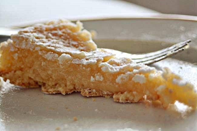 Toucinho do céu   300g de açúcar 200g de amêndoa ralada Sumo de ¼ de limão 3 gemas 2 claras Manteiga e açúcar em pó q.b. thermomix_bimby Pique as amêndoas 6 seg, vel 5-7-9. Junte os restantes ingredientes e misture na vel 4. Unte uma forma redonda de 20cm de diâmetro com manteiga e polvilhe com açúcar. Deite a …
