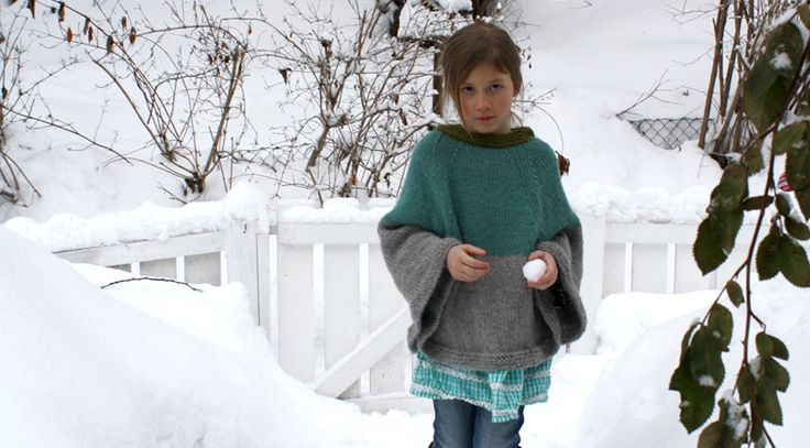 Kids knitted cape free pattern. Get free Christmas knitting patterns for kids on this blog.