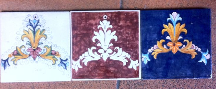 Un poco per caso, un poco per gioco, mi sono ritrovato con tre mattonelle dallo stesso disegno, che vagamente ricordano certe opere composite da Pop-Art