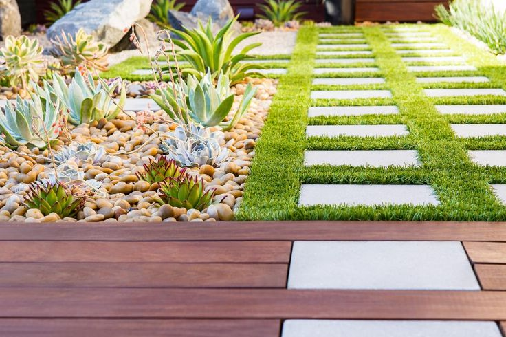 Warwick Hunt extends concrete pavers from turf to ipe wood patio