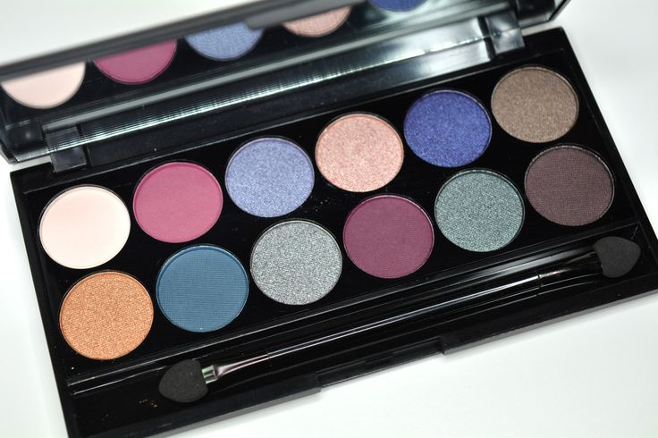 "Sleek Makeup I-DIVINE ""Enchanted Forest"" eyeshadow palette review. Stunning and pigmented."