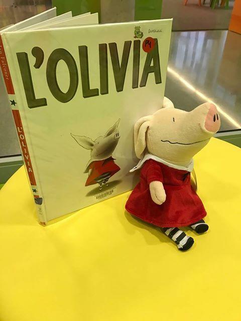 Acabada d'arribar d'Anglaterra, l'Olívia formarà part de les visites escolars per a P4. No pot ser més fantàstica!!! #Esparreguera #quèfemalesbiblios #visitesescolars