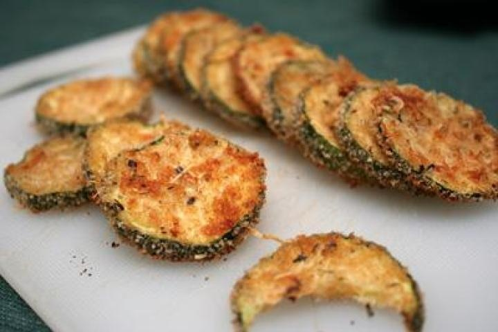 Baked Zucchini Chips- yumminess without frying (would use panko ...