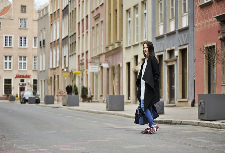 burgundowe-new-balance #street #style #street #fashion #new #balance #burgundy #long #shirt #black #coat #outfit