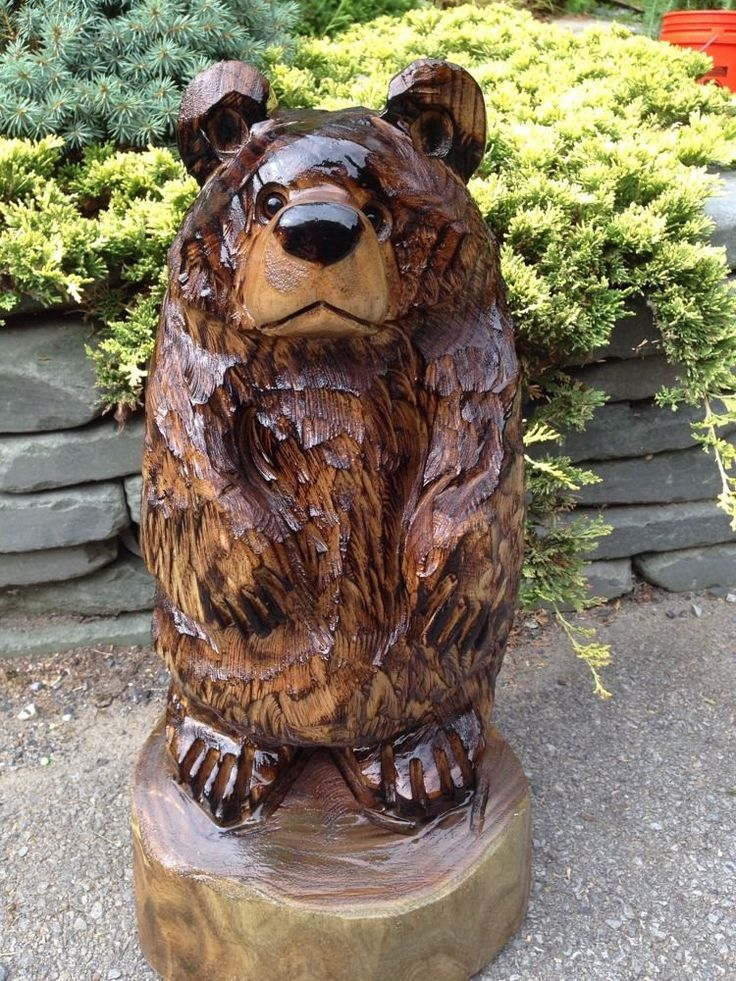 Chainsaw carved bear catalpa wood animal carving log cabin