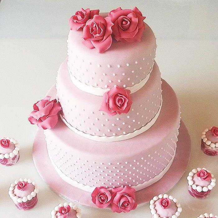 Torta a piani con rose...   Romantic roses cake!  http://www.marypopcake.it/cakedesign-cerimonie/