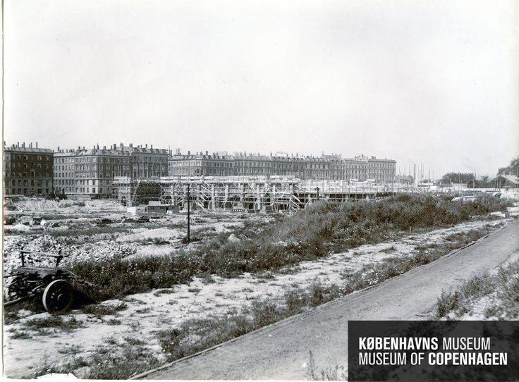 Københavns 3. Hovedbanegård Beskrivelse Opførelse af den nye personbanegård Tid Fremstillet: 25. juli 1908