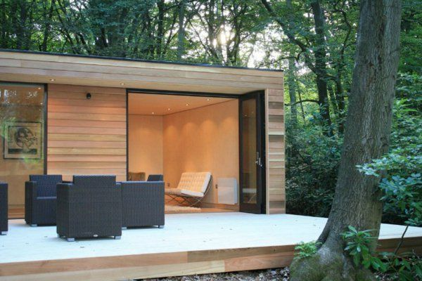 super modernes gartenhaus mit veranda und m belset aus. Black Bedroom Furniture Sets. Home Design Ideas