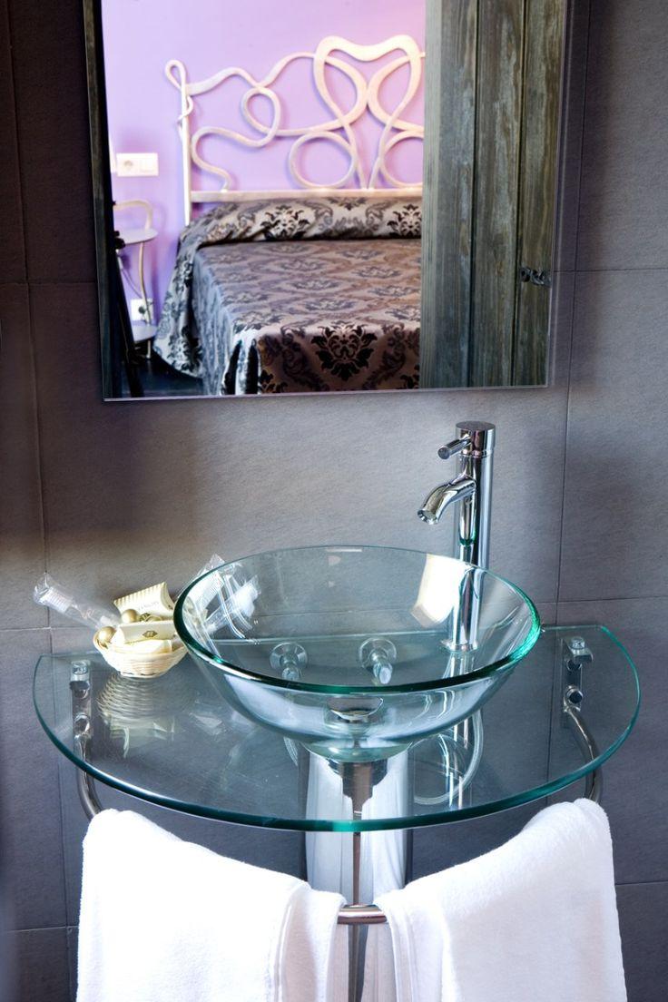 Diseno De Baño Rural:Lavabo interior de cristal #diseño en dormitorio #Hotel Rural en