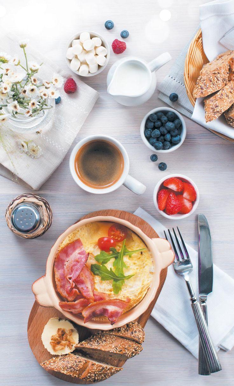Завтраки в Кофе Хауз: ежедневно с 6-00 до 12-00  Завтрак, 145 р. = напиток + блюдо на выбор (круассан с вареньем, эклер малиновый или ванильный, кекс лимонный или ванильно-шоколадный, 2 блинчика со сгущенкой или вареньем, тост с сыром и ветчиной)  Завтрак с кашей, 250 р. = напиток + каша (рисовая/овсяная)  Завтрак с омлетом или яичницей, 265 р. = напиток + омлет/яичница (в кофейнях с кухней) + зерновой хлеб, масло и луковые чипсы #кофехауз #кофе #меню  #напитки #завтраки #москва
