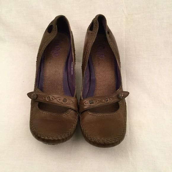 "Clarks Indigo Shoes Chocolate brown clarks indigo heeled shoe. Heel is about 4"" height. In flawless like new condition. No wear to them at all. No scuff marks soles are perfect. Very flexible in the fore foot area so makes them super light weight & comfy! Size 10 and comes from a smoke free home. Clarks Shoes Heels"