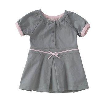 Babykleid - Mexx - Kindermode: Fashion für Kids - © Mexx Mexx bietet schon für die Kleinsten modische Kleider für den ganz großen Auftritt. Dieses Modell in Grau mit Rosa ist gefüttert und aus weicher Baumwolle. Ein besonderer Hingucker...