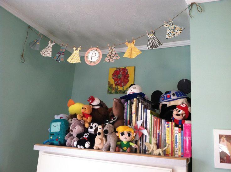 Cute paper dress banner - what a fun accent piece! #nursery: Nurseries Decor, Accent Pieces, Whimsical Nurseries, Carousels Parts, Paper Dresses, Dresses Bans, Fun Accent, Projects Nurseries, Dresses Banners