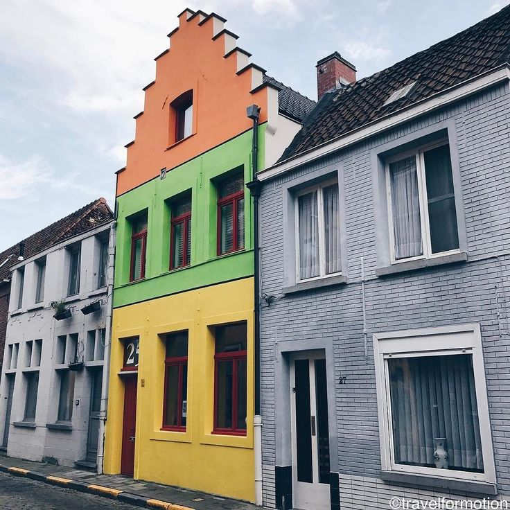 #ghent #city of #colourfull #houses (sometimes) #gent #visitgent #flanders #architecture #visitflanders #streetphotography #belgium #igbelgium #vsco #vscocam #wanderlust #travel #travelgram #shotoniphone7plus #guardiantravelsnaps #guardiancities #colours #brandstraat