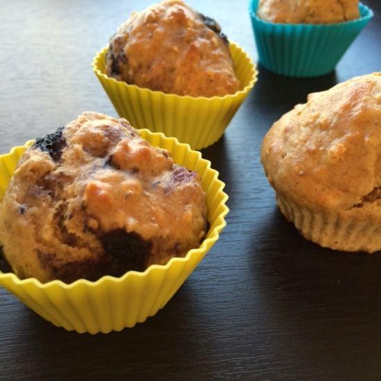 Muffins m banan og blåbær