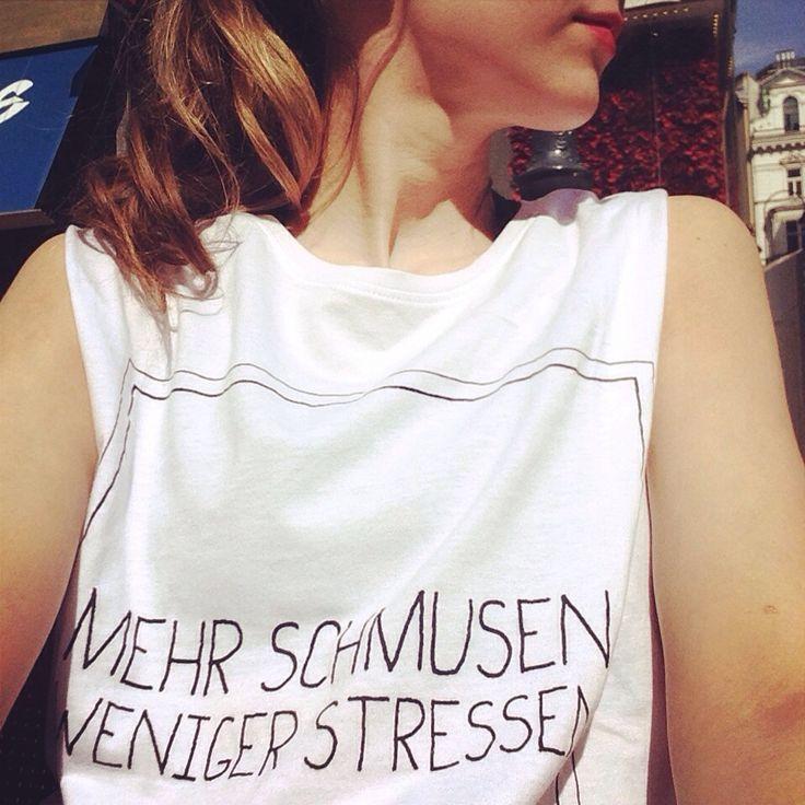 T-Shirt mit Spruch: Mehr schmusen weniger stressen