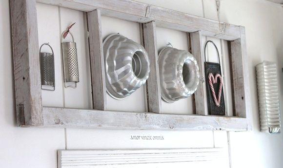 keittiö,kakkuvuoka,ikkunanpoka,vanha ikkunanpoka,ikkunanpoka seinällä