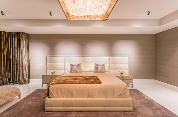 Deep Sky crystal chandelier in a luxury building in Panama Interior is designed by Mary Calvo  #Manooi #Chandelier #CrystalChandelier #Design #Lighting #DeepSky #luxury #furniture #interior #interiordesign #home #homedecor