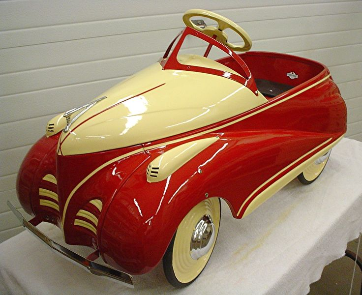 A beautifully restored 1941 Steelcraft Zephyr pedal car. Wow. via Remember When Restorations