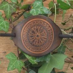 Barrette à cheveux en cuir décor viking vegvisir , caramel foncé