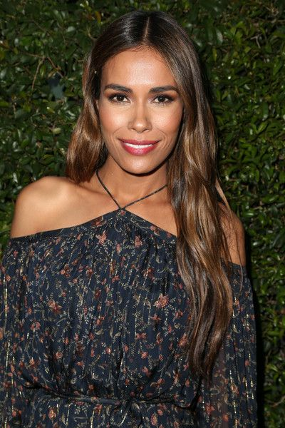 Daniella Alonso Long Wavy Cut - Daniella Alonso oozed low-key glamour with a layered wavy cut at the 2016 Women in Film Max Mara Face of the Future event.