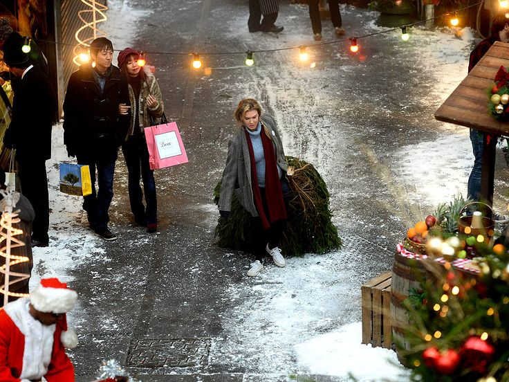 The Bump Is Back: Renée Zellweger Drags a Christmas Tree Through Lonely London for Bridget Jones's Baby http://www.people.com/article/renee-zellweger-filming-bridget-jones-baby-in-borough-market