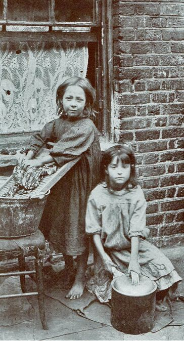 The photographs of Horace Warner tell the vivid, fascinating yet heartbreaking stories of the children of Spitalsfields at the end of the Victorian era. http://www.albumworks.com.au/telling-our-stories-1