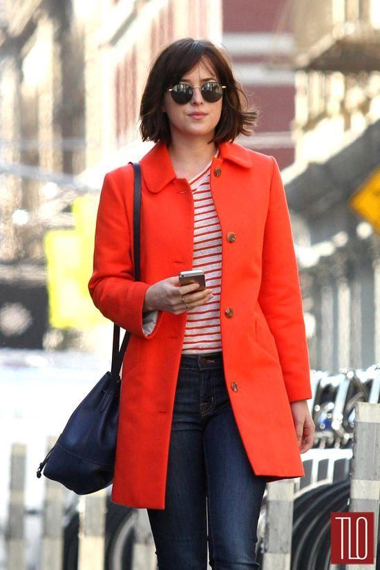 Dakota-Johnson-On-Movie-Set-How-To-Be-Single-Costumes-Tom-Lorenzo-Site-TLO (4)