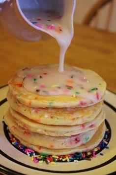 panCAKEs! birthday cake... for breakfast !? yes plz.
